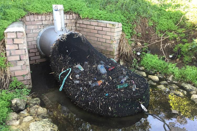 vízszennyezés elleni háló